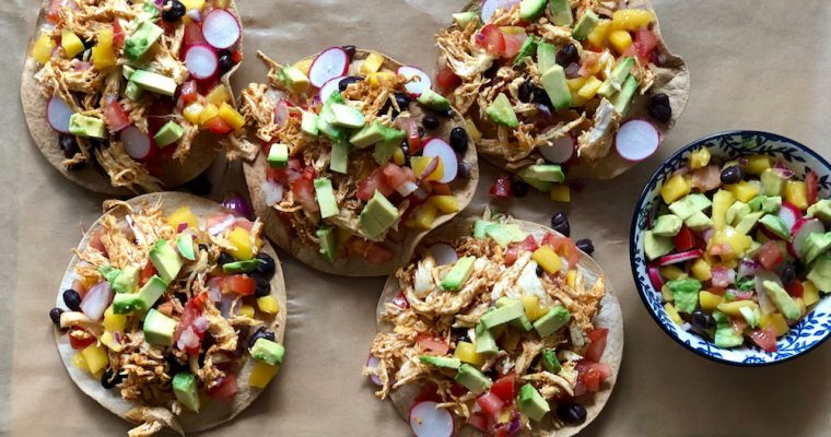 Krokante tortilla's met pulled chicken en mangosalsa