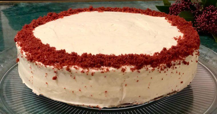 Feestelijke red velvet cake