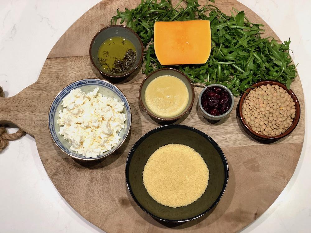 ingrediënten kleurrijke pompoen linzen salade